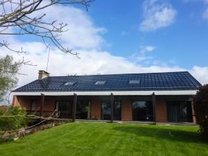 Compleet dak met zonnecel dakpannen