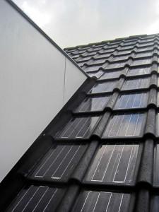 Meerdere zonnepaneel dakpannen