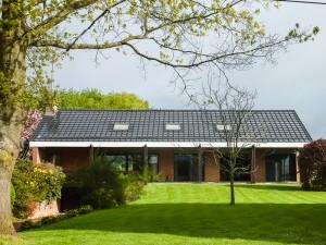 Vrijstaande woning met dakpan zonnepanelen